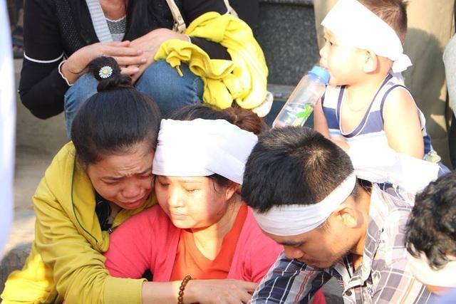 Cạn nước mắt đám tang 3 nạn nhân bị sát hại trong căn nhà ven sông - 2