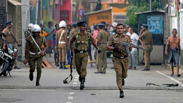 Đột kích nhà nghi can khủng bố Sri Lanka, 15 người thiệt mạng - 1