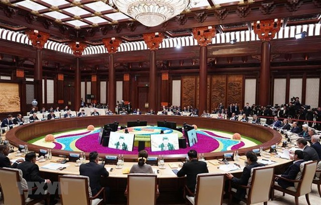 Thủ tướng dự Hội nghị bàn tròn các nhà lãnh đạo tại Diễn đàn BRI 2 - 1
