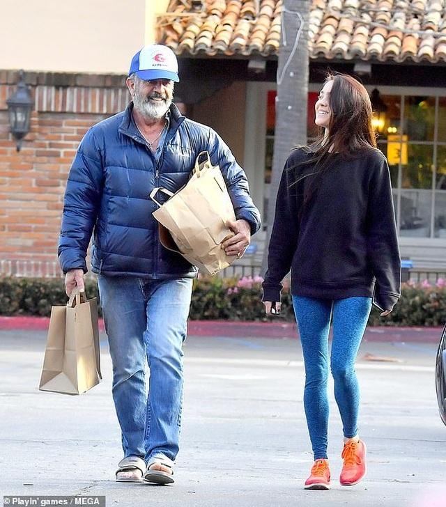Nam diễn viên 63 tuổi Mel Gibson hạnh phúc ra phố cùng bạn gái 9X - 1