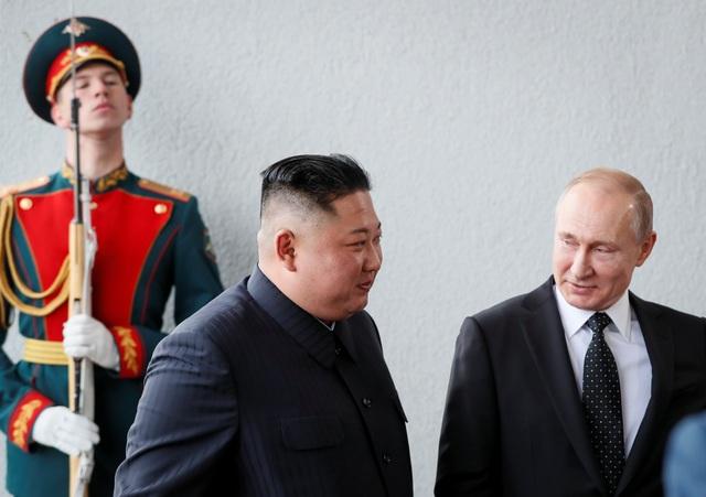 Khi Putin-Kim thắt chặt tình thân, Trump có thể bị gạt ra ngoài lề - 1