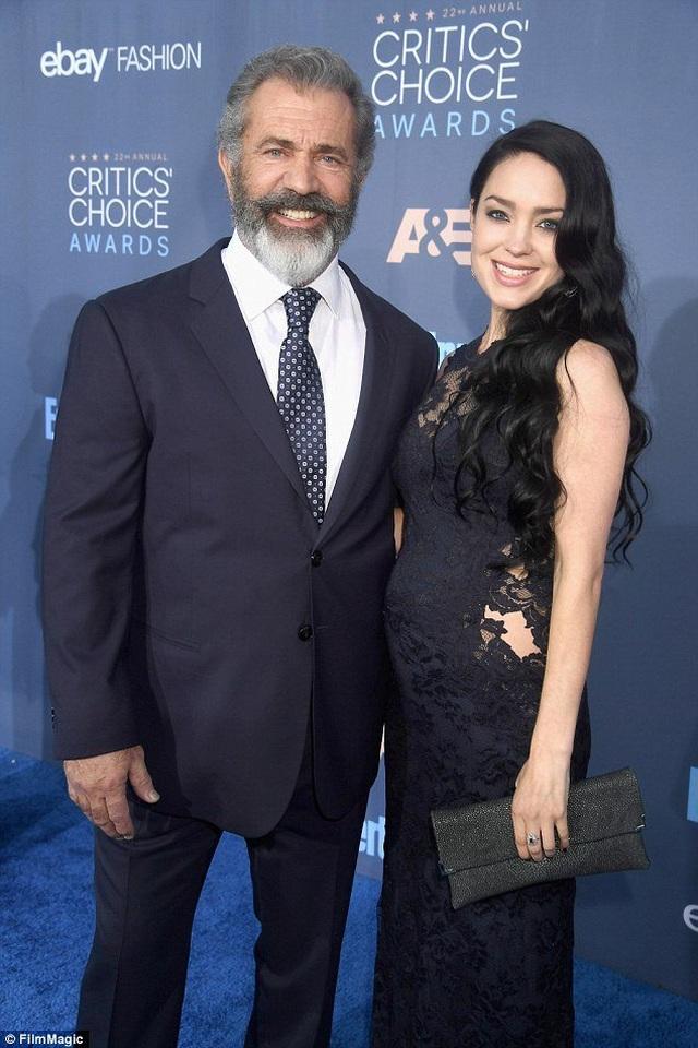 Nam diễn viên 63 tuổi Mel Gibson hạnh phúc ra phố cùng bạn gái 9X - 7