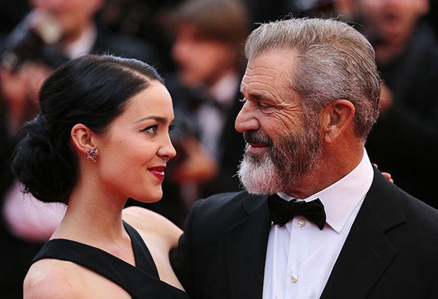 Nam diễn viên 63 tuổi Mel Gibson hạnh phúc ra phố cùng bạn gái 9X - 5
