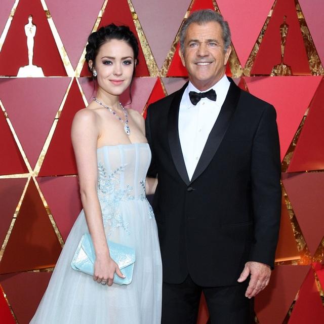 Nam diễn viên 63 tuổi Mel Gibson hạnh phúc ra phố cùng bạn gái 9X - 4