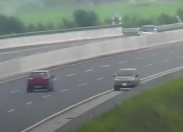 Phạt 7,5 triệu đồng, tước bằng lái 5 tháng tài xế đi ngược chiều trên cao tốc - 1