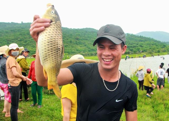 Tấp nập mang nơm, vó, lưới đổ về lễ hội đánh bắt cá có một không hai ở miền Trung - 12