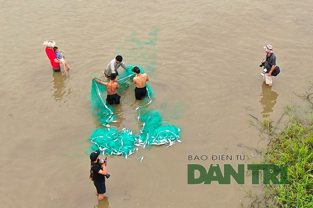 Tấp nập mang nơm, vó, lưới đổ về lễ hội đánh bắt cá có một không hai ở miền Trung - 9
