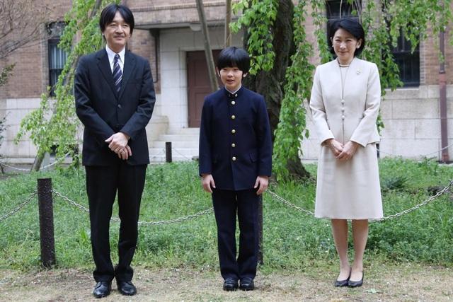 Nhật Bản truy lùng nghi phạm đặt dao vào bàn học của Hoàng tử 12 tuổi - 1