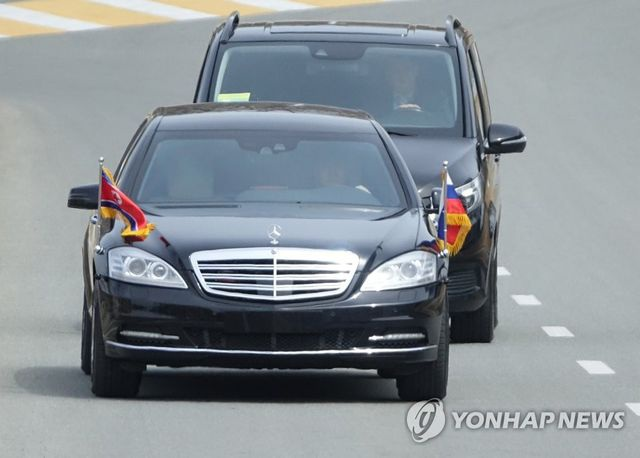 Daimler bất ngờ với sự xuất hiện siêu xe của ông Kim Jong-un ở Nga - 1