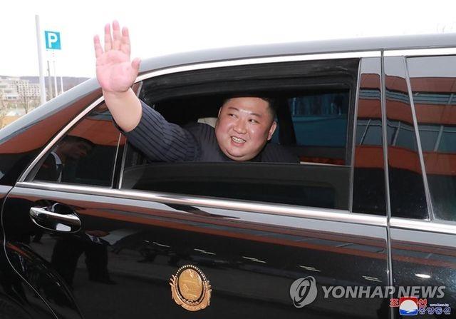 Daimler bất ngờ với sự xuất hiện siêu xe của ông Kim Jong-un ở Nga - 2