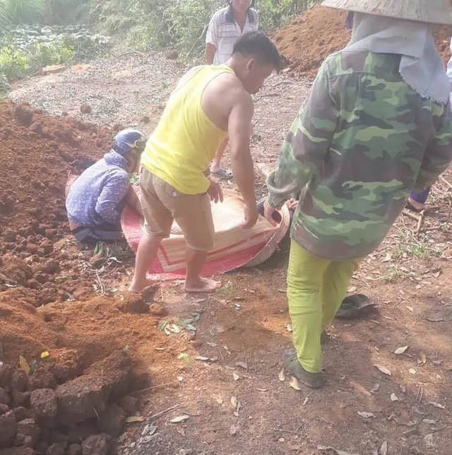 Truy tìm nghi can dùng kiếm chém chết 2 anh em vì mâu thuẫn đất đai - 2