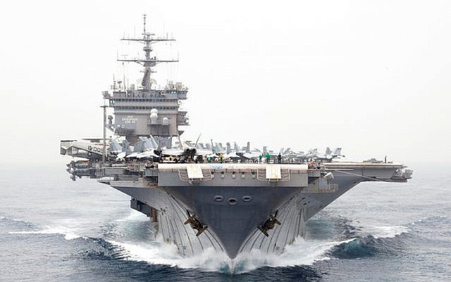 """Máy bay không người lái Iran """"lởn vởn"""" trên các tàu chiến Mỹ - 1"""