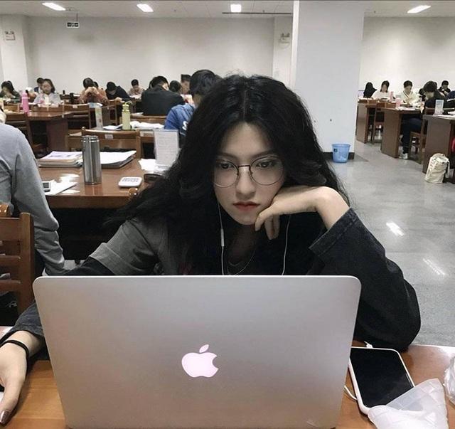 Nữ du học sinh Việt được dân mạng ví như đẹp như tranh vẽ - 2