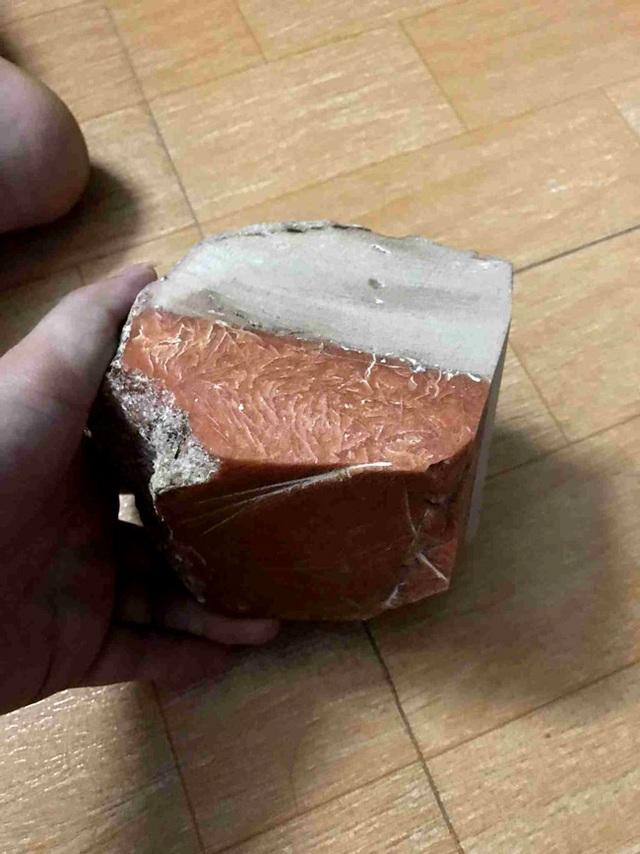 Lão nông Ninh Bình vớ được báu vật biển triệu USD: Xẻ miếng nhỏ bán 800 triệu đồng - 1