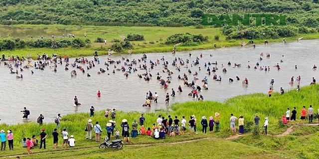 Tấp nập mang nơm, vó, lưới đổ về lễ hội đánh bắt cá có một không hai ở miền Trung - 6