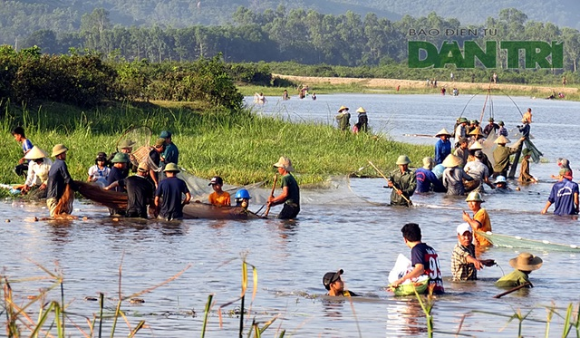 Tấp nập mang nơm, vó, lưới đổ về lễ hội đánh bắt cá có một không hai ở miền Trung - 4
