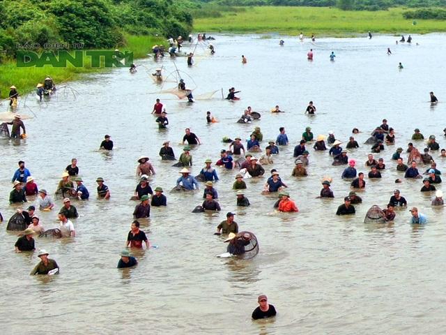 Tấp nập mang nơm, vó, lưới đổ về lễ hội đánh bắt cá có một không hai ở miền Trung - 2