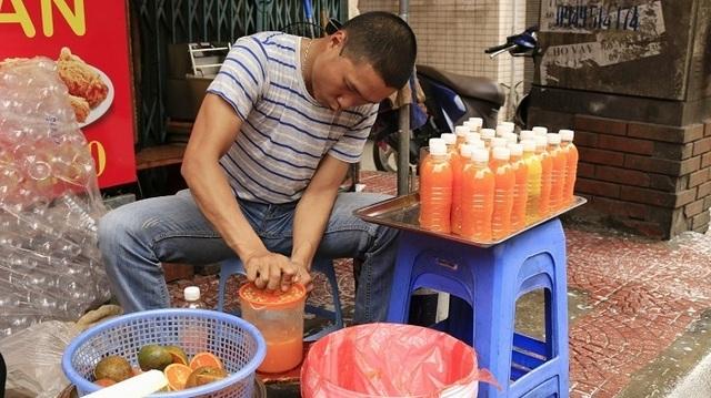 Vạn chai nước siêu rẻ ngày nắng nóng; cây hoa hồng trả 150 triệu đồng chưa gật đầu - 2