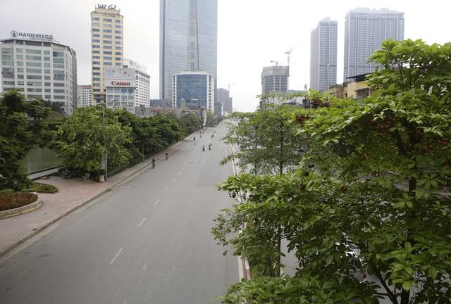 Phố phường Hà Nội vắng vẻ khác thường trong ngày nghỉ lễ - 1