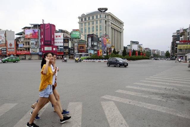 Phố phường Hà Nội vắng vẻ khác thường trong ngày nghỉ lễ - 3