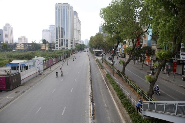 Phố phường Hà Nội vắng vẻ khác thường trong ngày nghỉ lễ - 2
