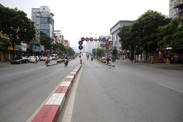 Phố phường Hà Nội vắng vẻ khác thường trong ngày nghỉ lễ - 4