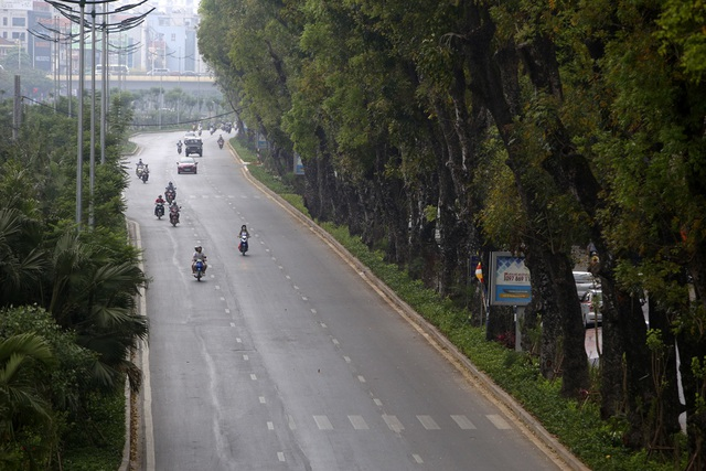Phố phường Hà Nội vắng vẻ khác thường trong ngày nghỉ lễ - 5