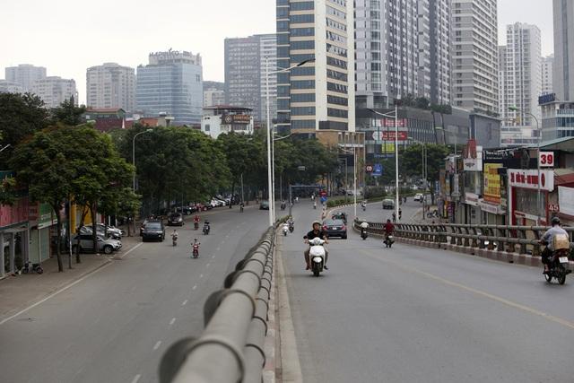 Phố phường Hà Nội vắng vẻ khác thường trong ngày nghỉ lễ - 6