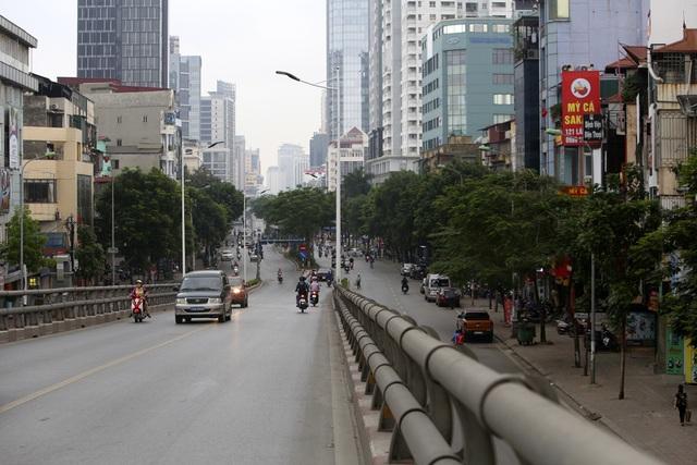 Phố phường Hà Nội vắng vẻ khác thường trong ngày nghỉ lễ - 13