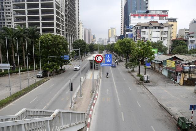 Phố phường Hà Nội vắng vẻ khác thường trong ngày nghỉ lễ - 9
