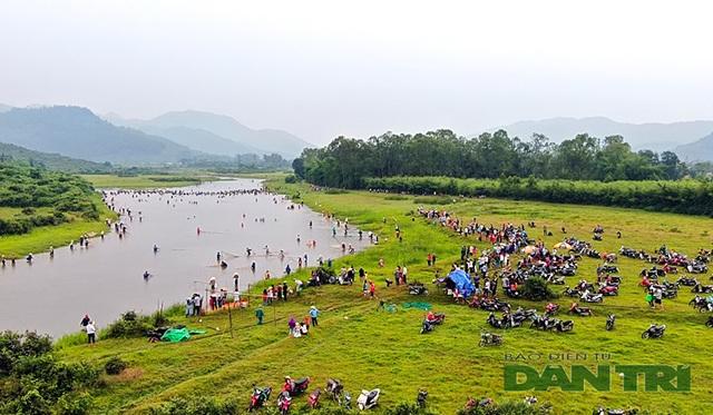 Tấp nập mang nơm, vó, lưới đổ về lễ hội đánh bắt cá có một không hai ở miền Trung - 7