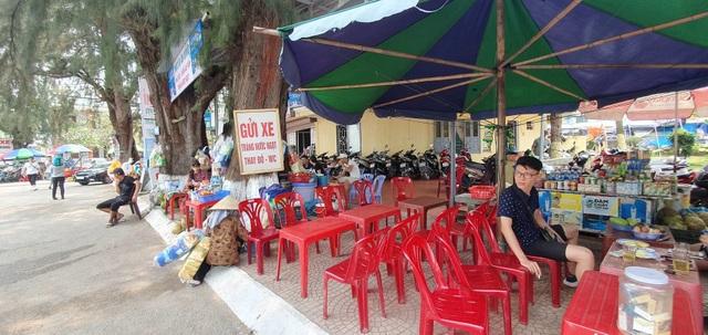 """Hải Phòng """"cấm cửa"""" việc tự ý cho thuê vỉa hè, bãi biển tại Đồ Sơn để kinh doanh - 2"""