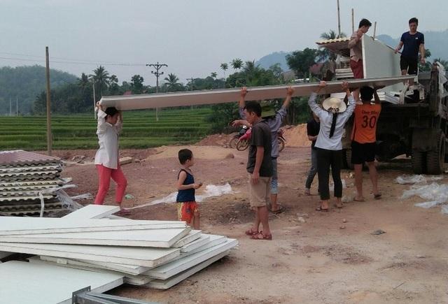 Người dân đóng góp công sức xây trường cho học sinh vùng cao - 7