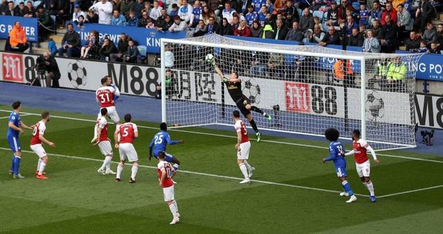 Nhìn lại trận thua tan tác của Arsenal trên sân Leicester - 10