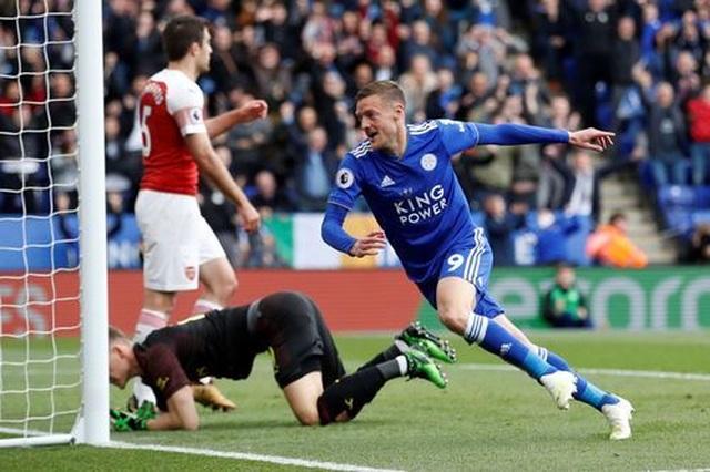Nhìn lại trận thua tan tác của Arsenal trên sân Leicester - 16