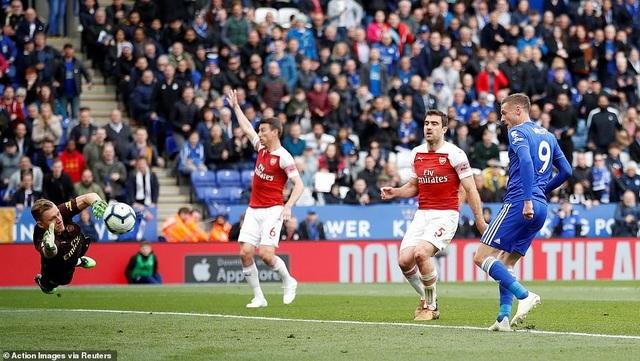 Nhìn lại trận thua tan tác của Arsenal trên sân Leicester - 17