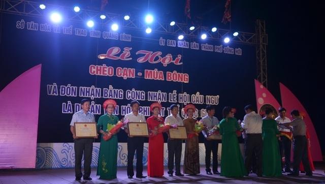 Trao Bằng Di sản Văn hóa phi vật thể Quốc gia cho Lễ hội Cầu Ngư tại Quảng Bình - 1