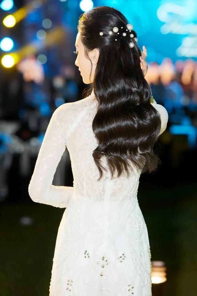 Ngô Thanh Vân khoe thân hình bốc lửa với bikini ở tuổi 40 - 8