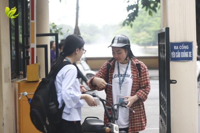 Thực hiện Ngày không xe máy, sinh viên ý thức về môi trường từ việc làm nhỏ - 3