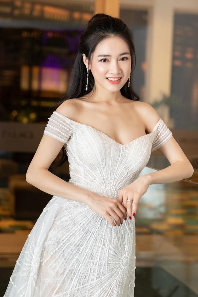 Ngô Thanh Vân khoe thân hình bốc lửa với bikini ở tuổi 40 - 4