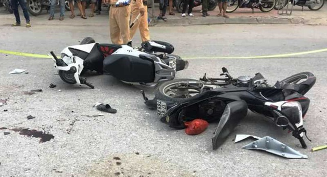 Two father died when a motorcycle collided with a delegation to relay strawberries - 1