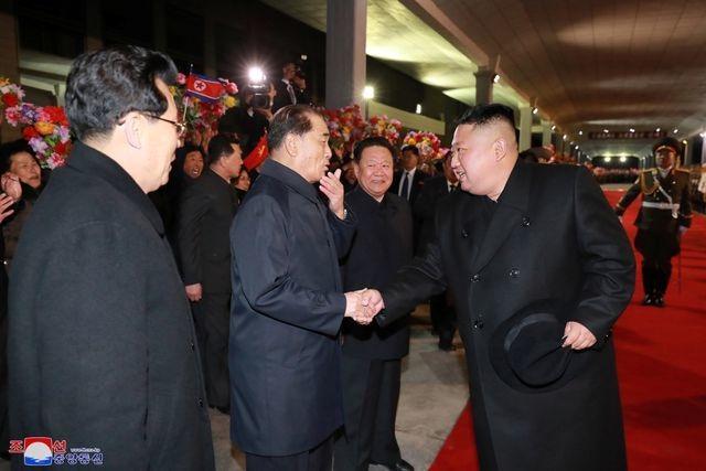 Video người Triều Tiên bật khóc khi đón ông Kim Jong-un từ Nga về nước - 1