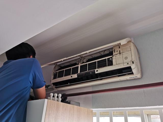 TPHCM: Hốt bạc nhờ lắp máy lạnh xuyên ngày nghỉ lễ - 1