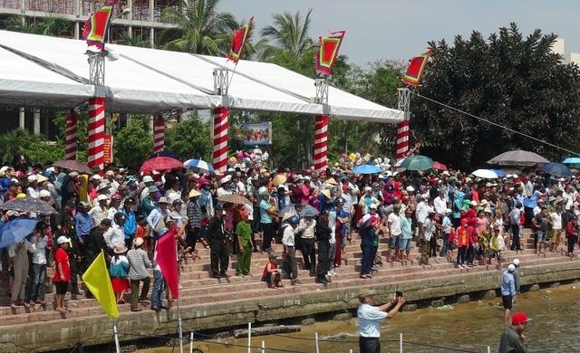 Rộn ràng Lễ hội Đua thuyền truyền thống trên sông Nhật Lệ - 2