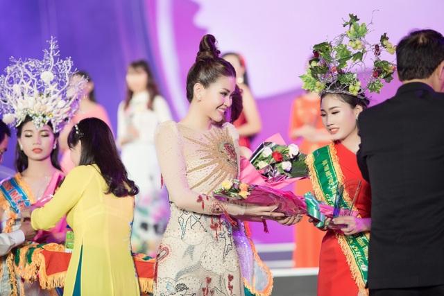"""Tiểu Vy, Phương Nga, Thuý An """"tướt mồ hôi"""" tìm sứ giả du lịch cho Ninh Thuận - 11"""