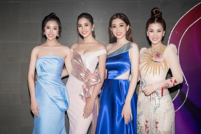 """Tiểu Vy, Phương Nga, Thuý An """"tướt mồ hôi"""" tìm sứ giả du lịch cho Ninh Thuận - 1"""
