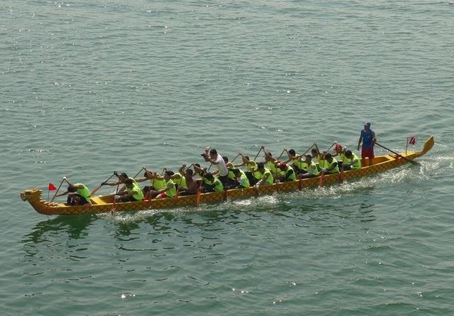 Rộn ràng Lễ hội Đua thuyền truyền thống trên sông Nhật Lệ - 4