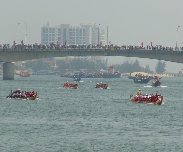 Rộn ràng Lễ hội Đua thuyền truyền thống trên sông Nhật Lệ - 5