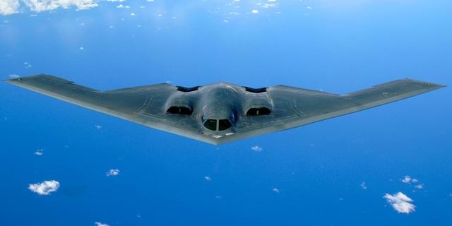 """Bên trong máy bay ném bom tàng hình """"bóng ma bầu trời"""" B-2 của Mỹ - 1"""