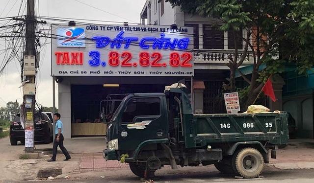 Thuê côn đồ chở cả xe tải đầy phân gà bịt cửa doanh nghiệp đối thủ ngày khai trương - 2
